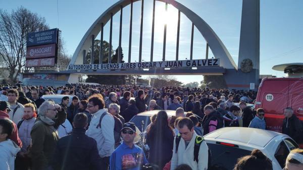 CLAUSURADO. El Autódromo de Buenos Aires fue inhabilitado durante los 200 KM del Súper TC2000, por estar fuera de las condiciones reglamentarias. Fue unos de los momentos más crudos que vivió el automovilismo local. Este hecho, además, se ganó el escándalo del año en la encuesta de VA.