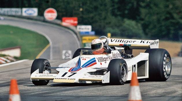 Alan Jones debutó como ganador en Austria 77 con el numero 17.